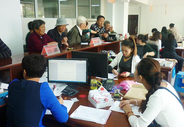 临江ballbet贝博客服离退休人员社会保障卡发放和信息采集工作全部结束